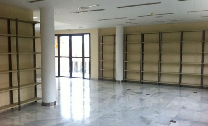 Instaladas las estanterías para la biblioteca de préstamo abierto de La Ranilla