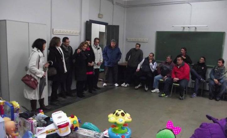 Reparto de alimentos y juguetes a vecinos del Cerro del Águila