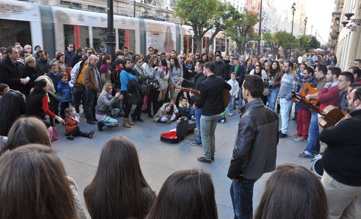 El centro de Sevilla se viste de Carnaval