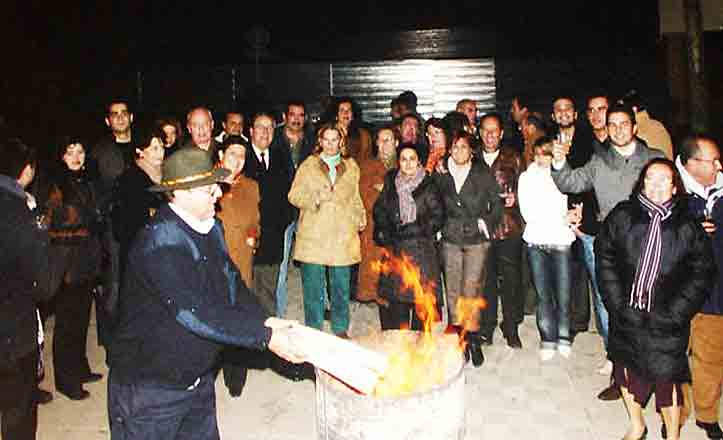 La Dársena celebra el fin de año con una candelá