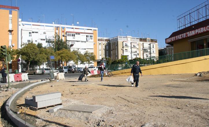 Cambian el albero por acerado en la calle Damasco