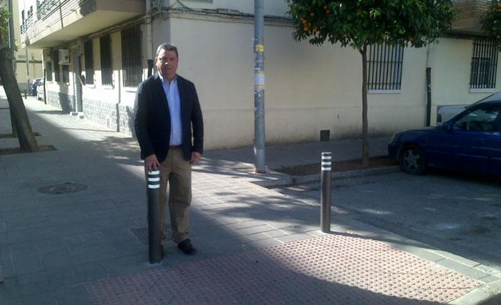 Instalan bolardos en Sevilla Este y Alcosa