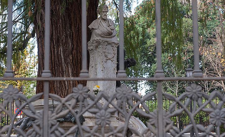 Inician la restauración de la verja del Parque de María Luisa