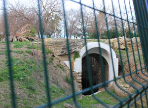 Un paseo con historia por el yacimiento del Parque Miraflores