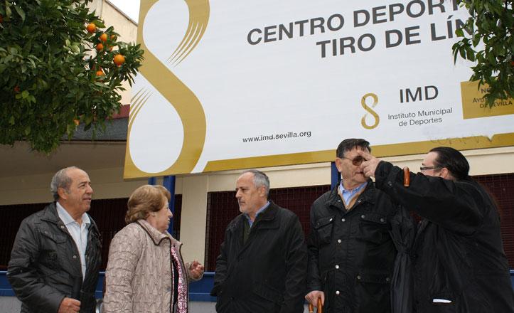 IU reivindica el arreglo de la cubierta del centro deportivo Tiro de Línea