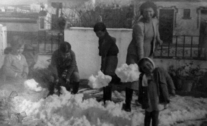 Casa del Cerro del Águila nevada en el año 1948