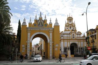 arco-macarena-basilica.jpg columnas-hercules-parlamento.jpg hospital-cruz-roja.jpg