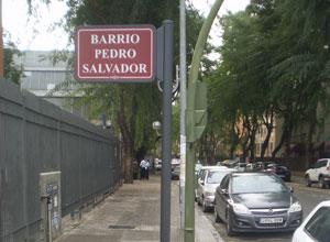 Nuevos bancos y banderolas identificativas en Bellavista-La Palmera