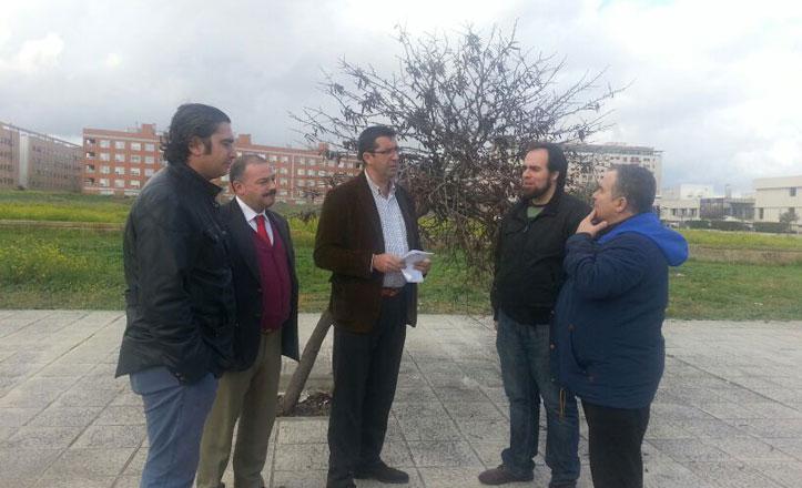 PSOE pide la reposición de mobiliario urbano en el parque Sur de Bermejales