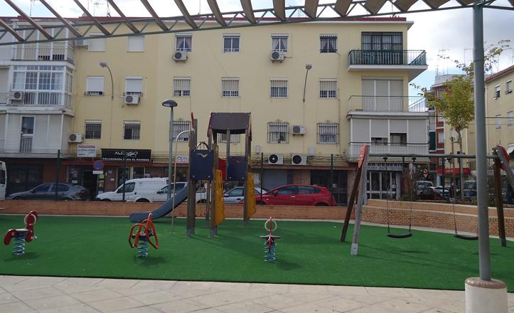 Juegos infantiles reformados en la barriada de Pío XII, Macarena