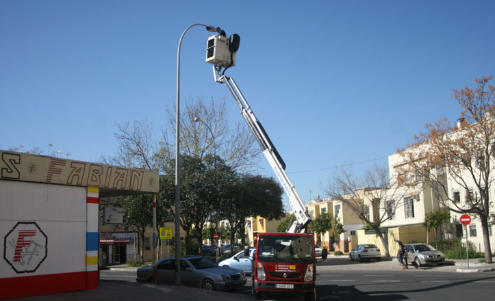 Sustitución de luminarias en algunas calles de San Pablo-Santa Justa