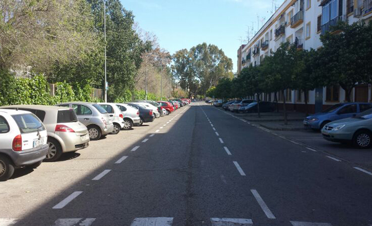 Nueva señalización de aparcamientos en batería en la calle Guadalevín