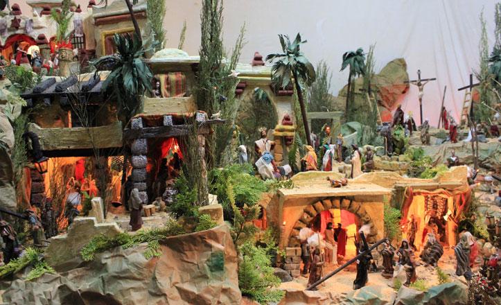 El Mercado de San Gonzalo expone un original Belén de Pasión