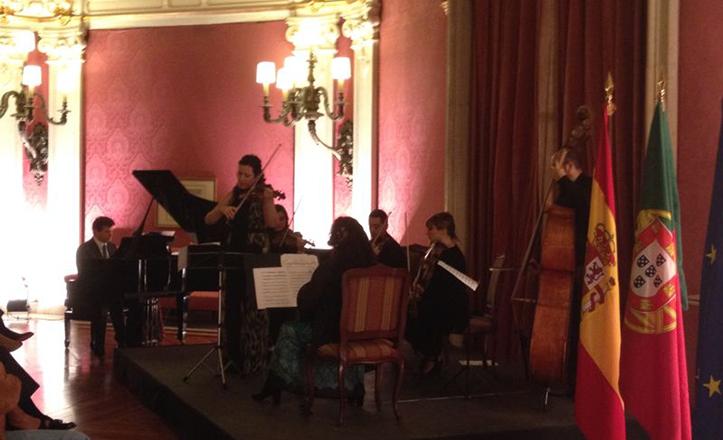 Momento del primer concierto del ciclo «Conciertos del Prado» en honor del centenario del Parque de María Luisa.