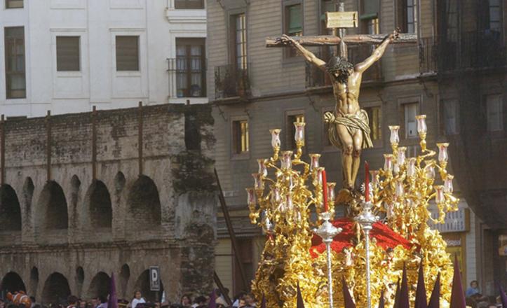 El Cristo de la Sangre durante la procesión del Martes Santo de 2005
