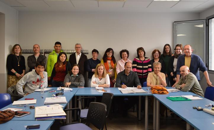 Alumnos del curso de inglés impartido en el Distrito Macarena