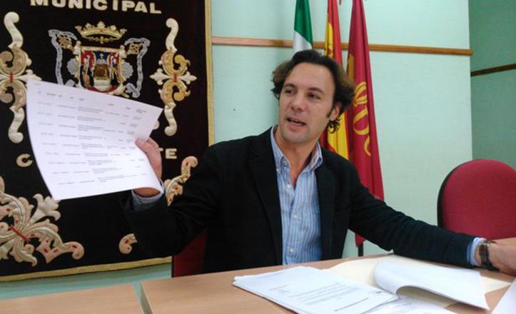 Luque asegura que llevan actuando en el colegio Emilio Prados desde 2011