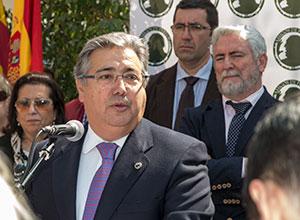 Juan Ignacio Zoido en la inauguración del monumento a Pepe Peregil