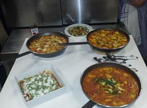 El Distrito Macarena hace entrega de utensilios para el Taller de Cocina