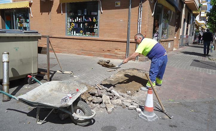 Arreglos en el acerado de la calle José Maluquer esquina con calle Llerena