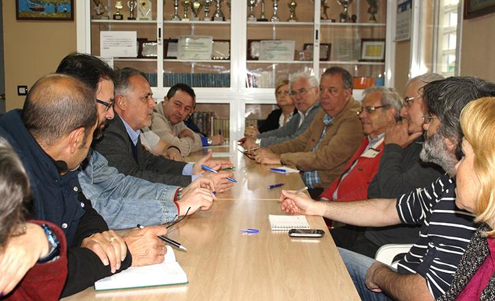 Reunión de IU con plataformas vecinales de Su Eminencia.