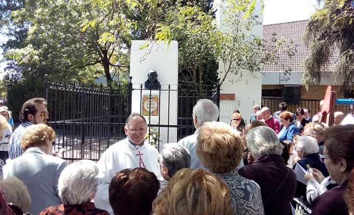 Restauran el busto de San Juan XXIII en la barriada del Cerro-Amate