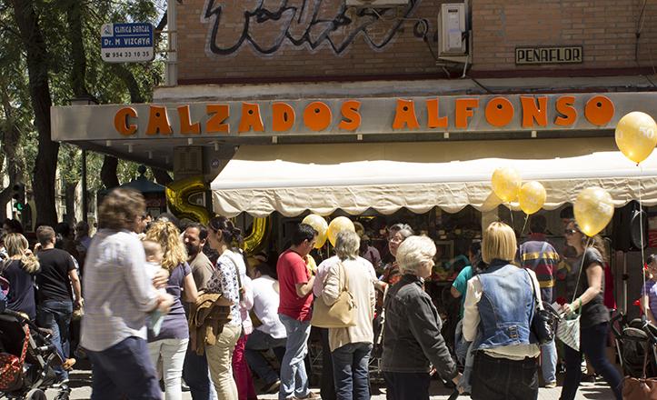El gentío ha envuelto la celebración de los 50 años de historia de Calzados Alfonso