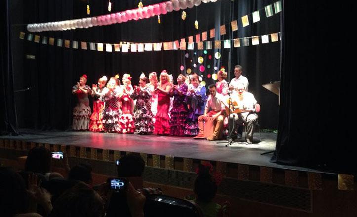 Celebración del certamen de coros rocieros en el Centro Cívico de Bellavista