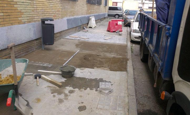 Arreglo de acerados en varias calles de Rochelambert