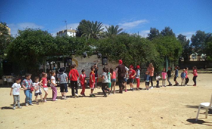 Una fiesta infantil para celebrar el Día del Libro en el Parque Amate