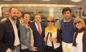 El alcalde de Sevilla, Juan Ignacio Zoido, con la familia Alfonso al completo