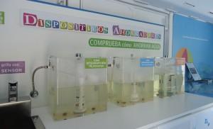 Dispositivos ahorradores de agua, en el autobús formativo de Emasesa.