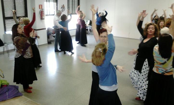 Ensayos de los talleres de baile por sevillanas de cara a la gala en Fibes.