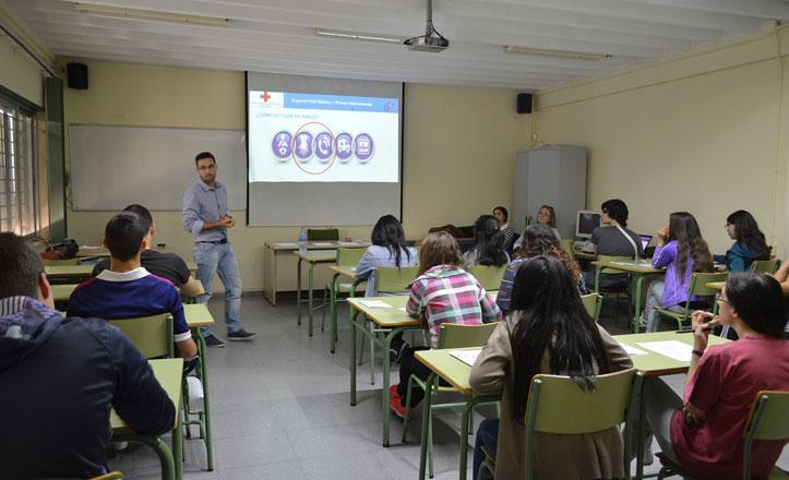 Los alumnos del IES Azahar reciben un Curso de Soporte Vital básico