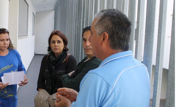 IU denuncia que Emvisesa mantenga sin luz ni agua a los bloques de Torreblanca