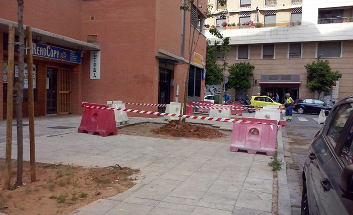 Mejoras en el pavimento y acerado de la calle Avicena