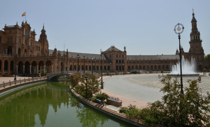 Plaza de España, obra de Aníbal González