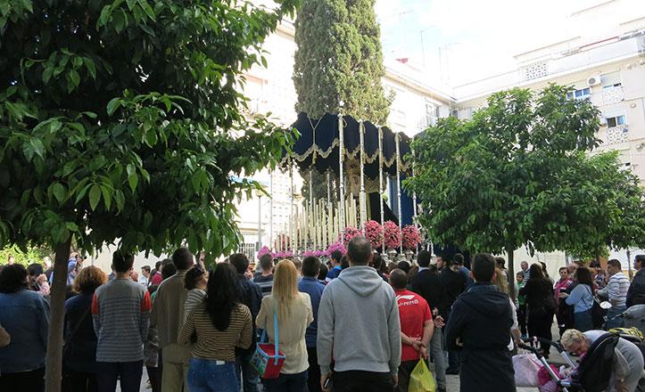 La Humildad procesionó acompañada por su barrio