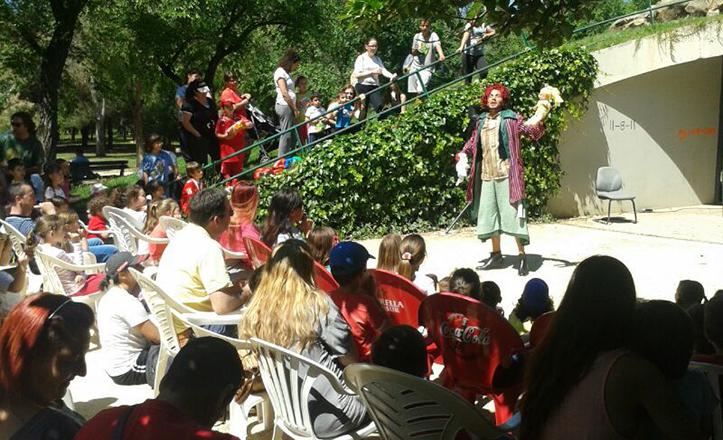 Momento de la obra de teatro «Los mundos de Iris», sobre el reciclaje