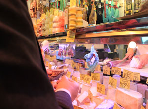 «Contactless», la alternativa al pago en efectivo en el Mercado de Triana
