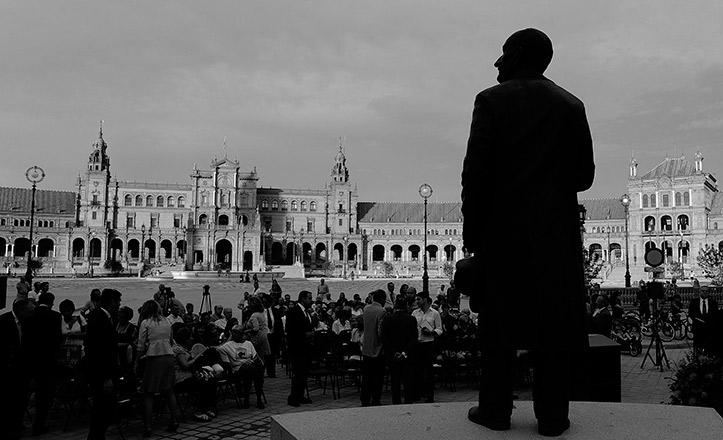 El monumento de Aníbal González en la Plaza de España