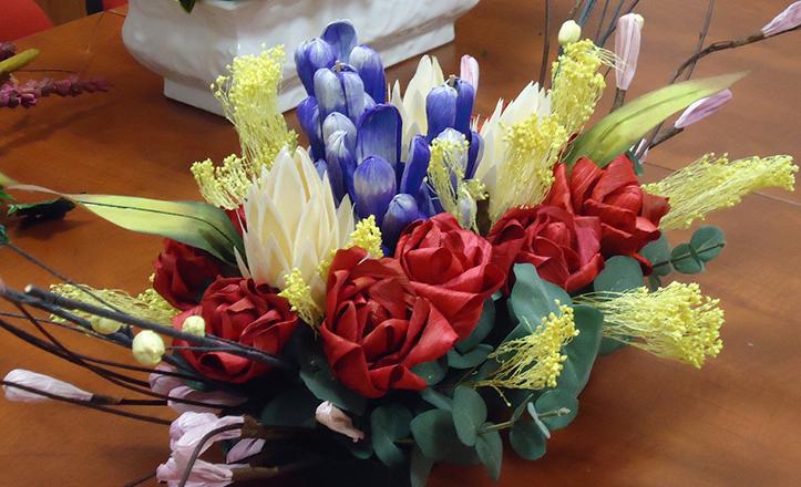 Ejemplo de arte floral para la gala de Virgen de los Reyes