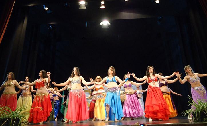 La danza del vientre es uno de los talleres que forman parte de la exhibición final