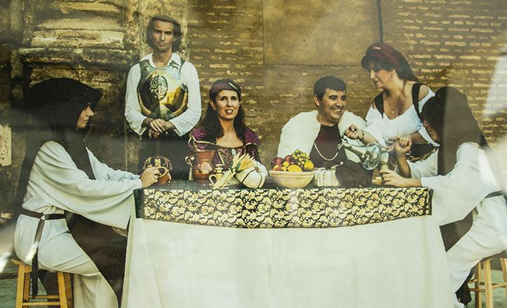 Recreación, por Sara López, de la estancia de los Reyes Católicos en San Jerónimo de Buenavista