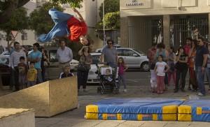 Exhibición de parkour en la plaza Niño de Vallecas