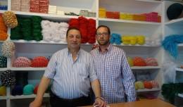 Herrera, la casa de farolillos que adorna las casetas en la feria de Sevilla