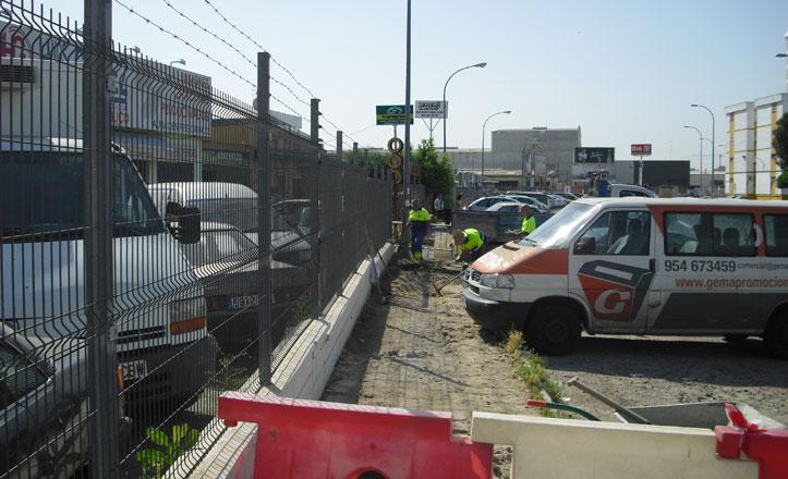 Arreglo del acerado en la fachada del Polígono Industrial San Pablo-Promisa