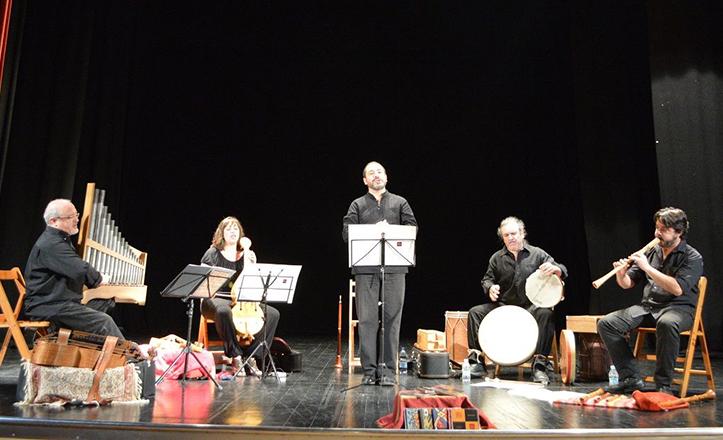 Momento del concierto de Artefactum en el Hogar Virgen de los Reyes
