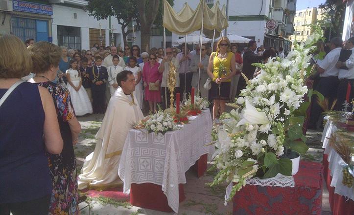 Ceremonia de Corpus Christi en la barriada de El Rocío