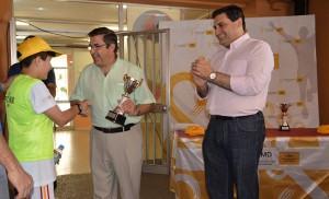 Entrega de trofeos en el Primer Encuentro Deportivo Escolar Macarena